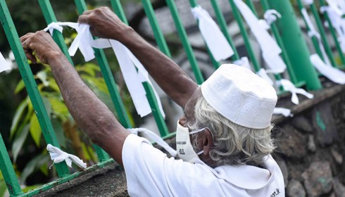 Sri Lanka risks losing aid from the Muslim world due to forced cremation policy